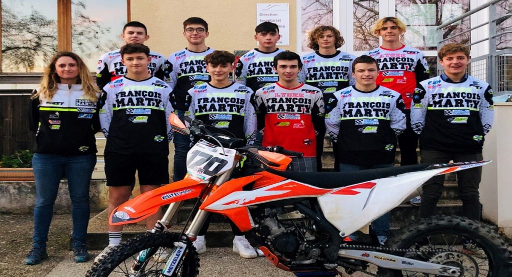 equipe-du-site-dexcellence-sportive-moto